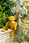 urnbear in the cemetary in Durbuy (Belgium)